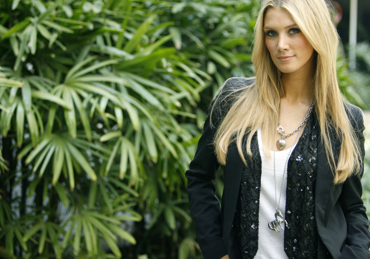 Delta Goodrem leaked wallpapers