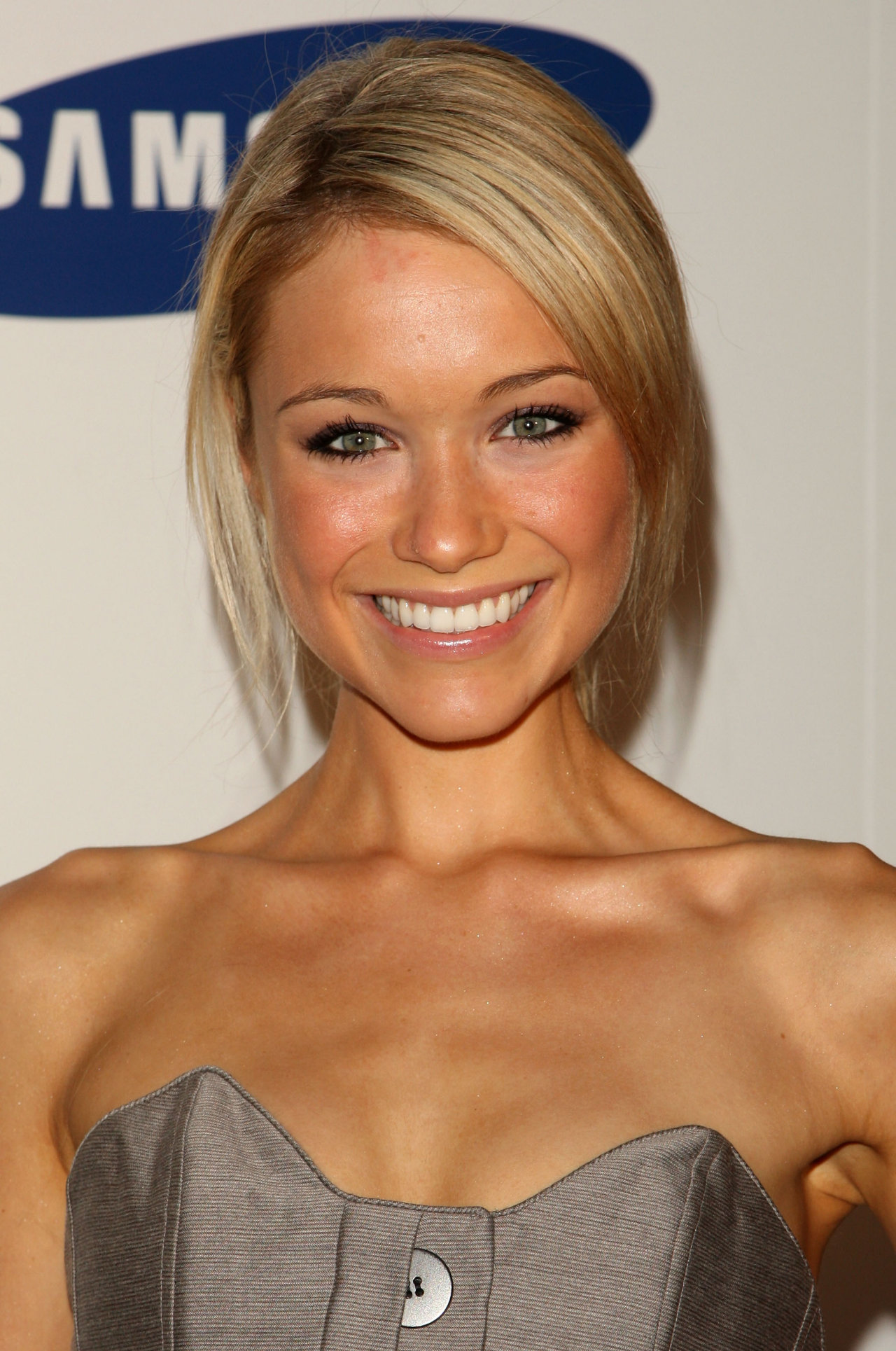 Katrina Bowden leaked wallpapers