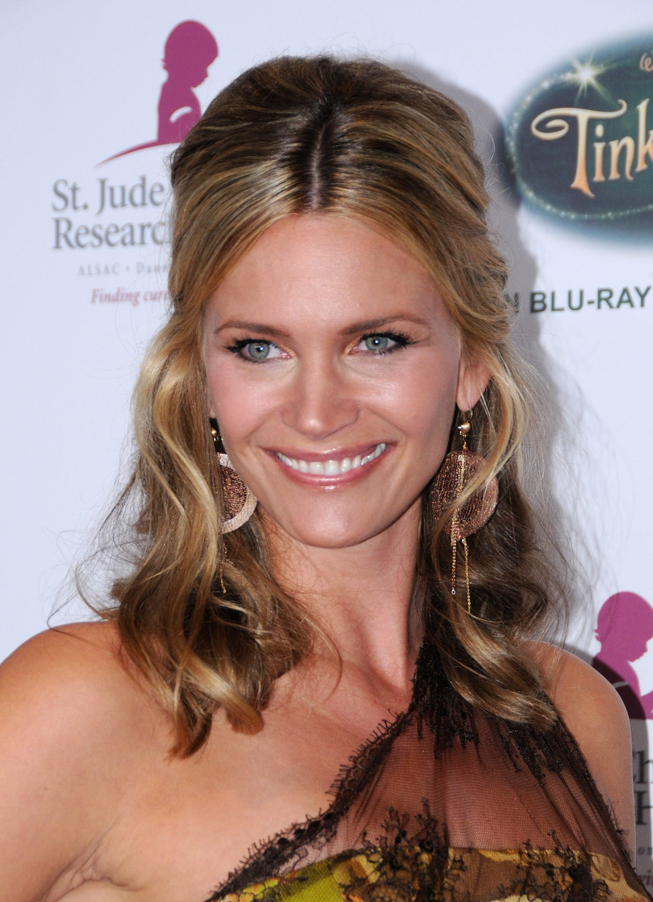 Natasha Henstridge leaked wallpapers