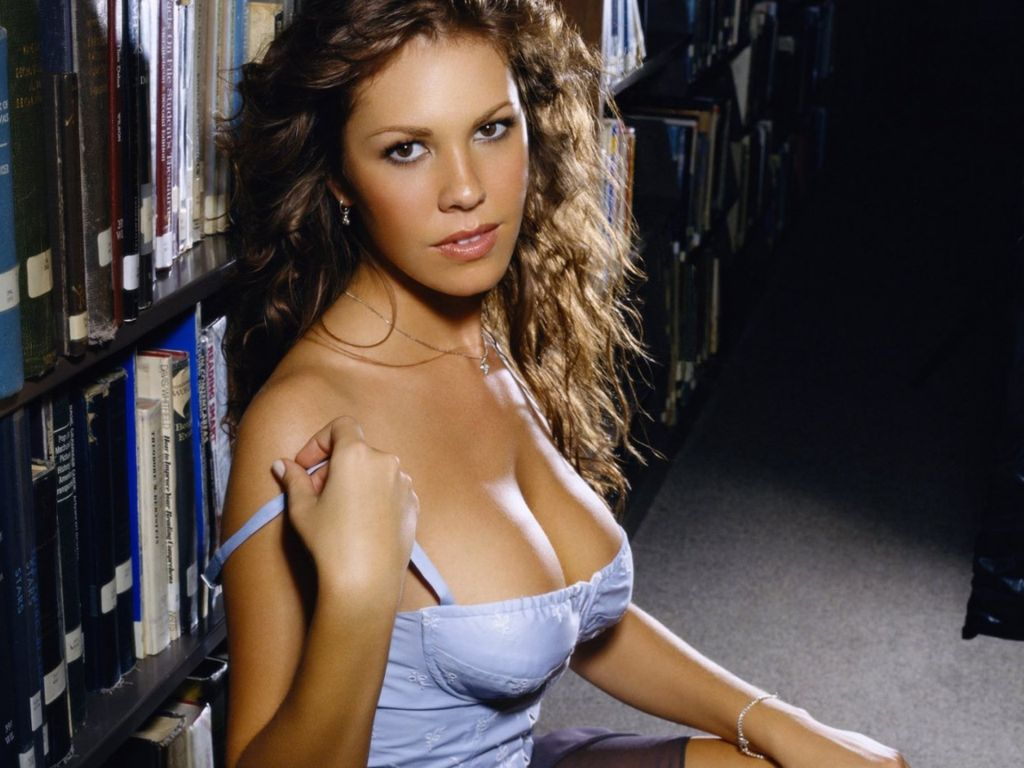 Nikki Cox leaked wallpapers