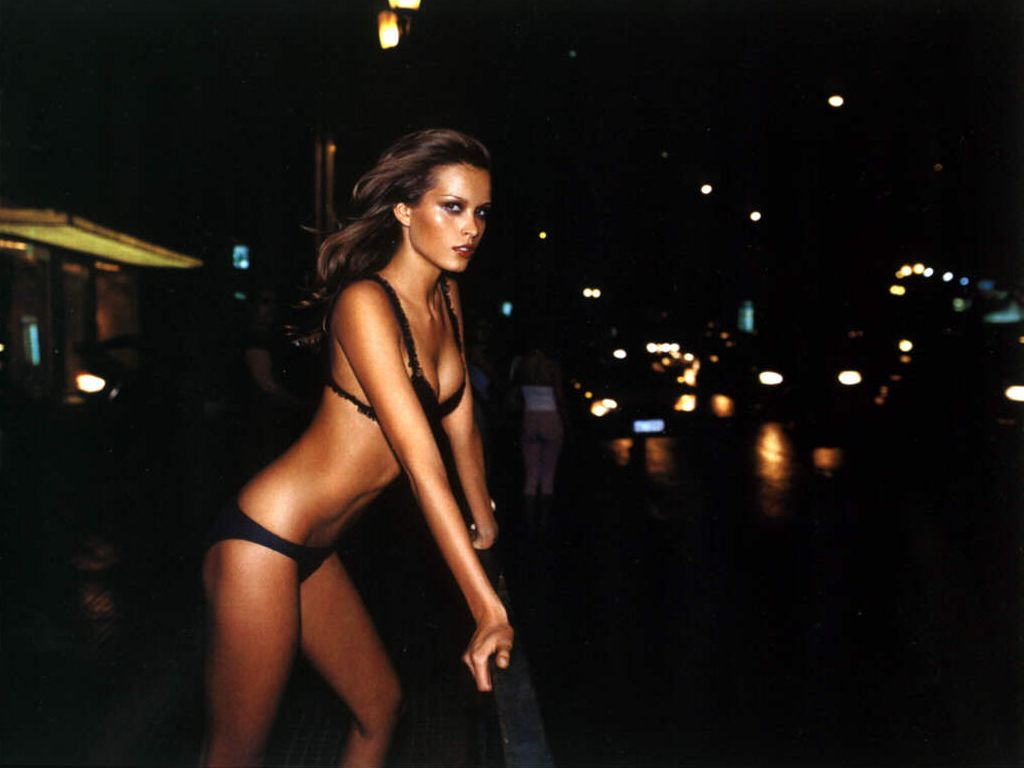 eroticheskie-foto-modeli-petra-nemtsova-onlayn