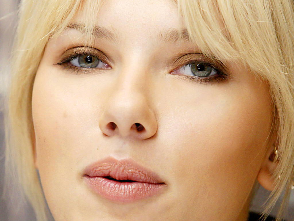 Scarlett Johansson leaked wallpapers