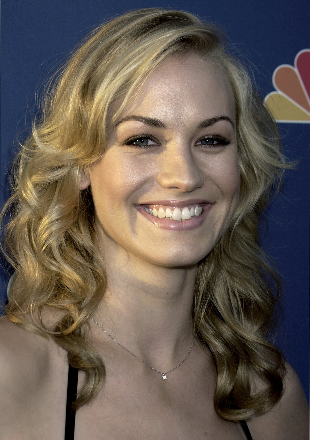 Yvonne Strahovski leaked wallpapers